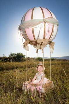 How to instructions on Cecile's Hot Air Balloon DIY! How to instructions on Cecile's Hot Air Balloon Balloons Photography, Photography Props, Girl Photography, Balloon Pictures, Baby Pictures, Ballons Fotografie, Diy Hot Air Balloons, Hot Air Ballon Diy, Balloon Basket