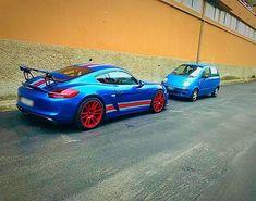 La piccola puffa sta insegnando💙 #blu #rosso #porsche #daewoo #caymangt4 #matiz #puffa