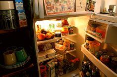 034「突撃!隣の冷蔵庫」-突然、「泊めてください」とか「晩ご飯何ですか?」とか訪ねてくるテレビを観ていると、...