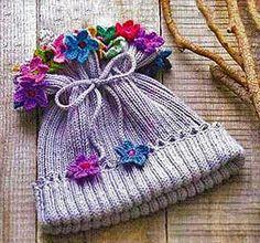 Детская шапочка с цветами спицами