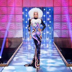 RuPaul - When you look exactly like your dress with you on it. S Club 7, Club Kids, Gay Costume, Cool Costumes, Rupaul Drag Queen, Myrna Loy, Theatre Costumes, She Girl, I Am A Queen