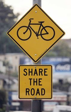This sign is clear. It says that the road should be shared by bicyclists. low cognitive effort