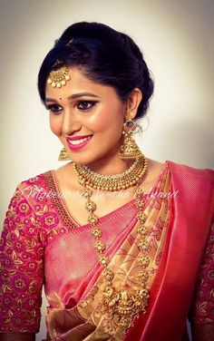 How adorable is this South Indian bride?You can find South indian jewellery and more on our website.How adorable is this South Indian bride? South Indian Bridal Jewellery, Indian Bridal Wear, South Indian Weddings, Bridal Blouse Designs, Saree Blouse Designs, Saree Wedding, Bridal Sarees, India Wedding, Wedding Dress