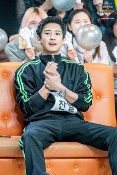 Chanyeol in ISAC bowling competition Kpop Exo, Exo Ot9, Chanbaek, Chansoo, Baekhyun Chanyeol, K Pop, Rapper, Luhan And Kris, Xiuchen