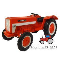 Hausser Elastolin 4450 International 423 Traktor ca. 1/25