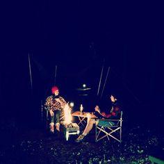 【mamikudo】さんのInstagramをピンしています。 《撮影のラストは焚き火🔥 日中はずっと☔️だったけど夜は🌠が。 - #outsideBASE#キャンプ#camp#sports#outdoor#mountain#北軽井沢#green#trailrunning #runner#run#running#jog#jogging#ラン#ランニング#トレラン#healthy#mma#2016aw#trekking#hike#stylist#work#shooting #撮影#rainyday #森#キャンプ場》