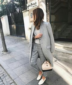 How to wear a monochromatic gray plaid outfit