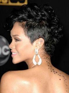 Rihanna Short Black Hairstyle for Black Women - Short Curly Hair - Pretty Designs Rihanna Hairstyles, Mohawk Hairstyles, American Hairstyles, Headband Hairstyles, Wedding Hairstyles, Frontal Hairstyles, Ethnic Hairstyles, Hairstyles 2016, Quick Hairstyles