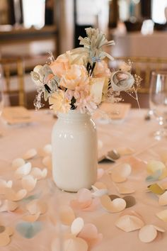 Loving this Savannah bride's DIY floral design for her wedding reception at The Olde Pink House