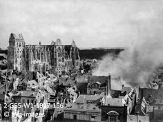 2-G55-W1-1917-156 The French city of Saint-Quentin is attacked by French artillery fire while under German occupation, 19 August 1917 akg-im...