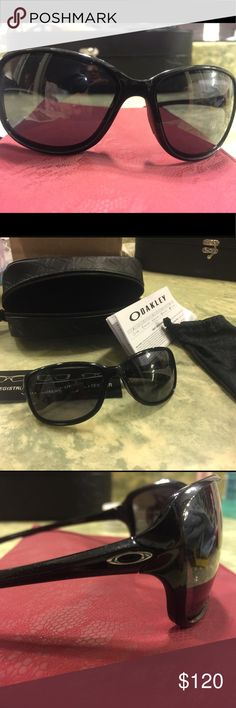 Oakley Sunglasses Oakley sunglasses, only worn for a weekend. Kept in their case, no scratches, perfect condition. Includes Oakley bag, glasses case & warranty papers. Oakley Accessories Glasses