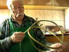 Jak powstają koszyki. Mieczysław Gajlewski z Radziej 23.03.2012r. 1.23 godz.m2p - YouTube