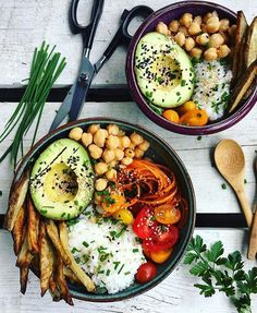 Buddha bowls by @celine_squared 💚 For the fries: preheat oven to 400 F, line a baking sheet with parchment paper, chop potatoes evenly and toss with salt, pepper, a drizzle of your fave oil, and a little garlic powder (if you like that). Spread them on the baking sheet without overlapping and bake for 20-25 minutes, flip them over and bake for another 10 minutes or until crispy and golden all over. For the carrot noodles and salad dressing: whisk together 2 tablespoons of your fave oil (I…