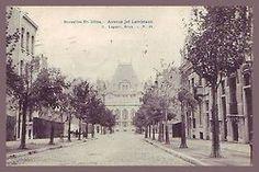 Cette rue qui relie Hôtel de Ville à l'entrée de la Prison de Saint-Gilles honore le sculpteurJef Lambeaux(Anvers, 1852 - Bruxelles, 1908), qui habita une grande partie de sa vie à Saint-Gilles (104, rue Bréart). Jef Lambeaux, membre de lAcadémie Royale de Belgique, a notamment sculpté la célèbre fontaine Brabo qui trône sur la Grand-Place d'Anvers, rappelant les origines légendaires du nom de la Ville. Antwerpen viendrait, en effet, de «hand werpen» (jeter la main). On raco