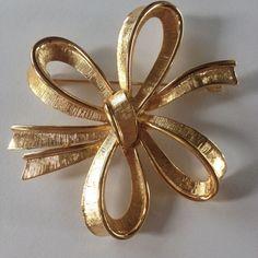 signed Monet Gold-tone  grosgrain ribbon Bow Pin Brooch Vintage large classic  #Monet #Vintage