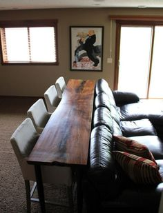 Yes !!! Extra seating in the living room. Great for holidays and for eating dinner !