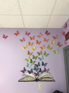 Classroom Makeover 2017 Middle School Classroom Library Decoration on Home Decor Ideas 2055 Classroom Board, Middle School Classroom, Classroom Design, Classroom Displays, Preschool Classroom, Classroom Themes, Purple Classroom Decor, Butterfly Classroom Theme, Butterfly Bulletin Board