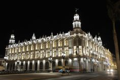 """Grand Teathre of La Habana """"Alicia Alonso"""" Cuba – Client: Ministry of Culture of the Republic of Cuba – Photo: Enrique Torres Acevedo - Lighting products: iPro, Linealuce Compact by iGuzzini Illuminazione #iGuzzini #Lighting #Light #Luce #Lumière #Licht #Teathre #Facade #Facciata #Linealuce #iPro #Habana #Cuba #ArchitecturalLighting #HistoricalFacades #Architettura"""