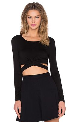Lovers + Friends x REVOLVE Olympic Long Sleeve Crop Top em Preto | REVOLVE
