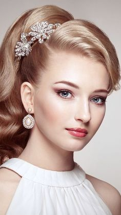 Fashion portrait of young beautiful woman with jewelry and elega - Fashion portrait of young beautiful woman with jewelry and elegant hairstyle. Blonde girl with long wavy hair. Beauty style woman with diamond accessories Beautiful Girl Image, Young And Beautiful, Beautiful Eyes, Most Beautiful Women, Elegance Hair, Girl Face, Woman Face, Idda Van Munster, Long Wavy Hair