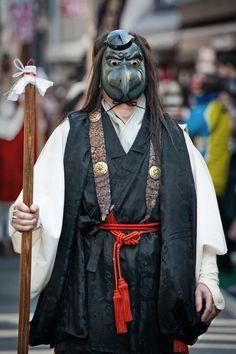 天狗の面をつけた修行者らしき人 Shimokitazawa, Japanese History, Japanese Culture, Japanese Outfits, Japanese Style, Japanese Festival, Japanese Mask, Samurai, Wabi Sabi