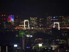 night #photo of the rainbow bridge connecting #Tokyo to the manmade island of #Odaiba.