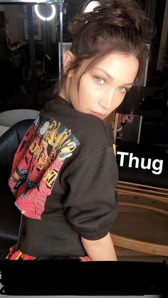 Find images and videos about beauty, model and bella hadid on We Heart It - the app to get lost in what you love. Gigi Et Bella Hadid, Style Bella Hadid, Bella Hadid Tumblr, Isabella Hadid, Hadid News, Barbara Palvin, Woman Crush, Looking Gorgeous, Mannequins