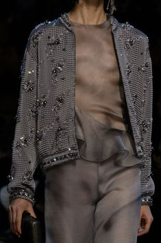 Armani Privé at Couture Spring 2016 - Details Runway Photos Haute Couture Style, Couture Mode, Couture Fashion, Runway Fashion, Womens Fashion, Armani Prive, Grey Fashion, High Fashion, Luxury Fashion