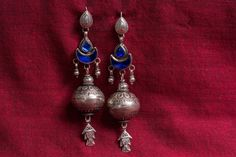 20A508 Silver Amrapali Earrings Embossed with Blue Glass