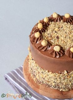 Tort Ferrero Rocher Rocher Torte, Ferrero Rocher, Mcdonalds, Yummy Cakes, How To Make Cake, Nutella, Tiramisu, Ethnic Recipes, Desserts