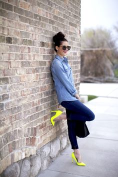 Time to wear your neon heels with your next denim outfit! Yellow Shoes Outfit, Neon Yellow Shoes, Yellow Pumps, Bright Yellow, Coral Shoes, Green Shoes, Neon Green, Neon Outfits, Colourful Outfits