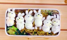 I couldn't eat that! It's to adorable! Bento Kawaii, Cute Bento, Cute Food, Good Food, Yummy Food, Comida Disney, Japanese Food Art, Little Lunch, Bento Recipes