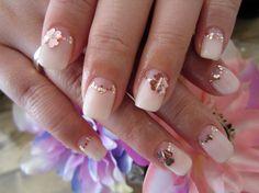Нежный свадебный маникюр с блестками и цветами ::: onelady.ru ::: #nail #nails #nailart #manicure