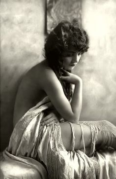 Bohemian Beauty - Beautiful Vintage Boudoir Photos - Photos