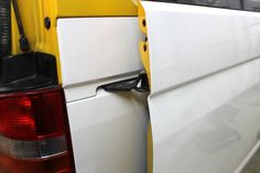 Car Wrapping - Yellow into White VW
