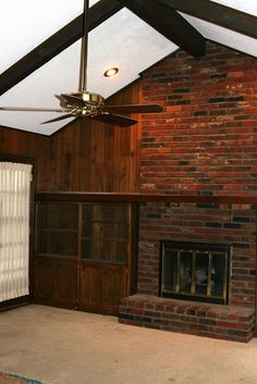 5 Dramatic Fireplace transformations with a bucket of paint. Just in case I ever end up with a house that has ugly fireplaces. Fireplace Update, Brick Fireplace Makeover, Home Fireplace, Fireplace Ideas, Fireplace Brick, Brick Wall, Airstone Fireplace, Wood Paneling Makeover, Cottage Fireplace