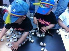 Nens jugant al nan el casteller.