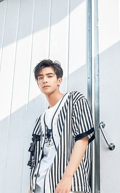 Tống Uy Long - 宋威龙 Handsome Faces, Handsome Boys, Song Wei Long, Hair Reference, Me Me Me Song, Face Claims, Asian Men, Boyfriend Material, Cute Guys