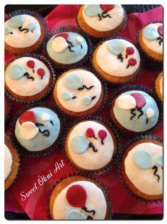 2016.02.17 - Cupcakes chocolat blanc, coeur en marmelade de fraise   Thème : Ballons au gré du vent