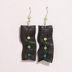 Boucles d'oreilles en chambre à air de vélo recyclée, petits pois verts