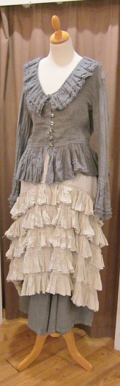 This top would look nice made up in linen - not so slumpy - though I understand the look is supposed to be slumpy.  Not my style.