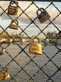 To seal their union, lovers from around the world hang a padlock on the parapet of the Pont des Arts. One of the most romantic places in the capital. # Paris # pontdesarts