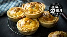 How to make Individual Bacon & Cabbage Pies.A delicious take on the traditional Irish dish. Guinness Pies, Welsh Recipes, British Recipes, Cabbage And Bacon, Pub Food, English Food, World Recipes, International Recipes, Love Food