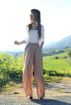 Top 16 High-Waisted Pants I would do these with a pretty cream corset top and a Lacie cardigan