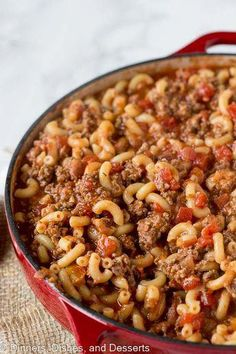 Our old fashioned goulash is SO EASY and SO DELICIOUS! Also called American Goulash or Johnny Marzetti, don't miss this beefy, cheesy recipe! Gulosh Recipe, Hearty Recipe, Zucchini Carbonara, New Recipes, Dinner Recipes, Cooking Recipes, Cooking Courses, Soup Recipes, Easy Recipes