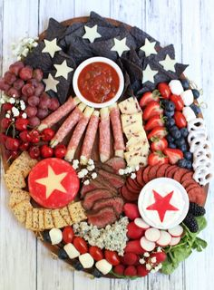 Charcuterie Recipes, Charcuterie Platter, Charcuterie And Cheese Board, Charcuterie Gifts, Charcuterie Display, Cheese Boards, Summer Snacks, Summer Recipes, Holiday Recipes