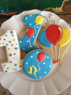 Colorful numbers and a bunch of balloons Cookies For Kids, Fancy Cookies, Iced Cookies, Cute Cookies, Sugar Cookies, Iced Biscuits, Cookies Et Biscuits, Cookie Icing, Royal Icing Cookies