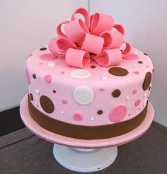 Pink and brown polka dot fondant cake, Perfect Colors. But would like square and… - Pink Cake Decoration Ideen Baby Cakes, Girl Cakes, Girl Baby Shower Cakes, Cake Decorating Techniques, Cake Decorating Tips, Cookie Decorating, Pretty Cakes, Cute Cakes, Fondant Cakes