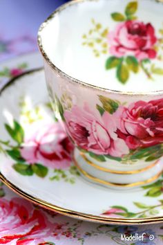 Vintage China Madelief: Tea in the garden My mom loved serving tea to the neighbor ladies in bone china cups Vintage China, Vintage Tea, Vintage Dishes, Tea Cup Saucer, Tea Cups, Cuppa Tea, Teapots And Cups, My Cup Of Tea, Tea Service