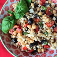 Couscous Salad with Feta and Chickpeas – Karen Mangum Nutrition Potluck Salad, Greek Turkey Burgers, Salad Wraps, Couscous Salad, Middle Eastern Recipes, Cold Meals, Feta, Salads, Vegetarische Rezepte